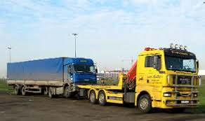 эвакуация грузовика фуры в аэропорту